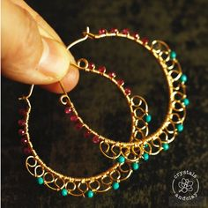 How to make wire wrapped hoop earrings This jewelry diy tutorial shows you how to make statement hoop earrings using simple wire wrapping techniques. You will also learn to create basic wire filigree and embellish the earrings with seed beads. Wire Jewelry Designs, Handmade Wire Jewelry, Wire Wrapped Jewelry, Earrings Handmade, Jewelry Gifts, Fine Jewelry, Jewelry Ideas, Wire Jewellery, Jewelry Stand