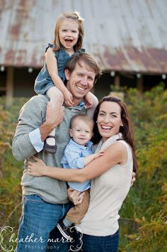 Family Of 4 Picture Poses - Elegant Family Of 4 Picture Poses, Mom and Dad S Arms Crossed Around Each Other In Front Her Back Cute Family Pictures, Family Picture Poses, Fall Family Photos, Family Photo Sessions, Family Pics, Young Family Photos, Family Photo Shoots, Family Photoshoot Ideas, Outdoor Family Photos