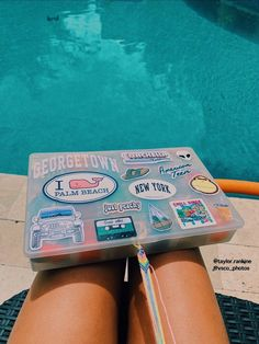 friendship bracelets by pool Buy Stickers, Apple Stickers, Brand Stickers, Cute Friendship Bracelets, Friendship Bracelet Patterns, Summer Vibes, Summer Fun, Summer Goals, Vsco Pictures