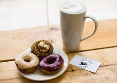 Candide café Montréal Latte et beignets © Az Raw Photography Raw Photography, Beignets, Doughnut, Latte, Restaurant, Tableware, Desserts, Food, Drawing Rooms
