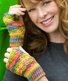 Pretty Crochet Lace Fingerless Mitts: free pattern