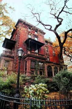 lemontreesoceanbreeze:  Mansion on the Promenade, Brooklyn Heights, NYC by whiskeygonebad