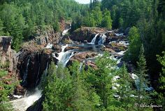 Aubrey Falls is a heavenly place and is 80 km north of Lake Huron on the Mississagi River .