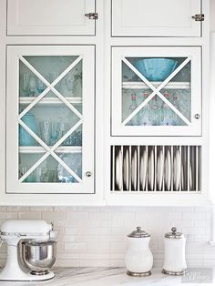 Crisscross muntins give glass-front doors charm while separating upper storage cubbies and a built-in plate rack.