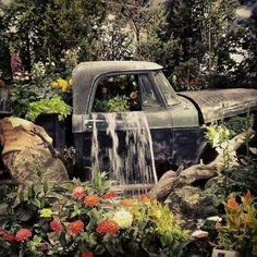 Turn a Vintage Truck into a beautiful Garden Waterfall…these are the BEST Garden DIY Yard Ideas! Turn a Vintage Truck into a b Amazing Gardens, Beautiful Gardens, Garden Waterfall, Waterfall Fountain, Water Features In The Garden, Garden Fountains, Water Fountains, Ponds Backyard, Backyard Sheds
