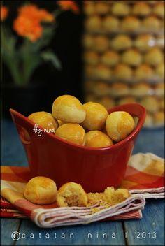 NASTAR KLASIK Biscuit Bar, Biscuit Recipe, Cookie Recipes, Dessert Recipes, Desserts, Pineapple Tart, Indonesian Cuisine, Traditional Cakes, Arabic Food