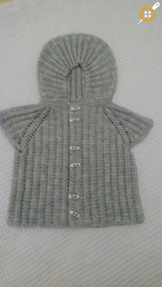 Kapşonlu bebek yelek modelleri Baby Knitting Patterns, Knitting Designs, Baby Patterns, Knitting Videos, Crochet Videos, Baby Sweaters, Girls Sweaters, Knitting Loom Instructions, Bebe Baby