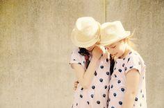 emma en mona: Twinning the twins