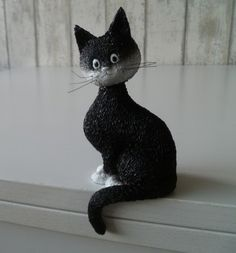 Dubout katten. Kijk deze kat eens eigenwijs kijken Cat Statue, Kat, Animals, Animales, Animaux, Animal, Animais