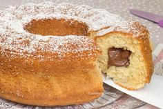 La Ciambella Mascarpone e Nutella è un dolce soffice e delizioso con un morbido cuore alla Nutella. Non contiene burro, olio e latte, l'adorerete di sicuro!