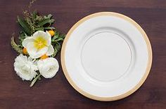 California & Hawaii event rentals specializing in vintage pieces. Gold wedding, dinner party, gold dishes, rent gold dishes, dish wish, gold tablescapes, gold plates, gold wedding dishes