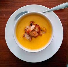 Sopa de Abóbora cremosa com croutouns