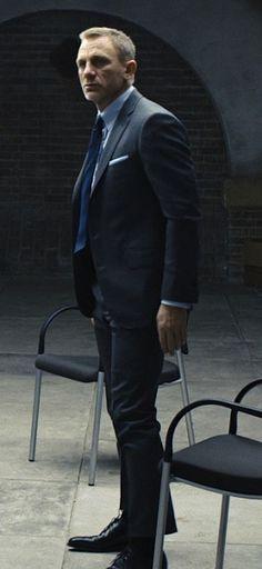 Daniel Craig as James Bond in Skyfall James Bond Suit, James Bond Skyfall, Bond Suits, James Bond Style, Daniel Craig Skyfall, Daniel Craig James Bond, Daniel Craig Style, Rachel Weisz, Tall Men Fashion