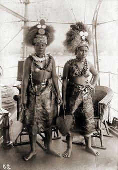 King Mata'afas Daughters (ca. by ookami_dou Samoan Women, Samoan People, Island Tattoo, Amazon Girl, Hawaiian Tribal Tattoos, Island Theme, Aboriginal People, Tribal Women, African Diaspora