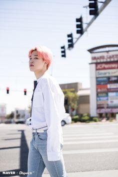 Naver x Dispatch has released new, summery photos from BTS's trip to Las Vegas. when BTS traveled to Las Vegas for the 2019 Billboard Music Awards. Park Ji Min, Bts Jimin, Bts Bangtan Boy, Billboard Music Awards, Jikook, Seokjin, Namjoon, Fanmeeting Bts, Bts Dispatch