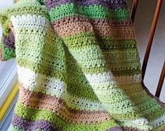 I'm loving this free crochet afghan pattern. The Fields & Furrows Crochet Afghan Pattern is beautiful and such a good use of cake style yarn! Crochet Afghans, Motifs Afghans, Modern Crochet Blanket, Baby Afghan Crochet Patterns, Modern Crochet Patterns, Baby Blanket Crochet, Crochet Stitches, Crochet Baby, Afghan Blanket