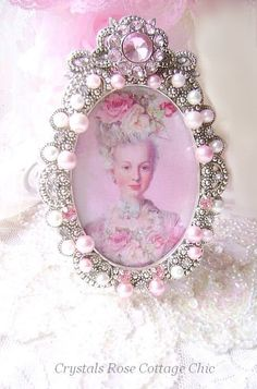 with my pic on tea table for bday Victorian Picture Frames, Vintage Picture Frames, Jewelry Frames, Jewelry Tree, Picture Frame Ornaments, Homemade Pictures, Vintage Jewelry Crafts, Shabby Chic Frames, Pretty Art