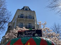 Eppendorfer Baum Fair Grounds, Mansions, House Styles, Travel, Decor, Farm Shop, Strawberries, Tree Structure, Viajes