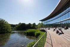 Construido en 2010 en Düsseldorf, Alemania. Imagenes por Holger Knauf, H.G.Esch. El campus de la Universidad Heinrich-Heine en Düsseldorf se compone principalmente de edificios de hormigónde cuatro a seis pisos, construidos en la...