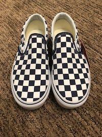 00d924bb676b Used Vans platform slip-on sneakers for sale in Federal Way - letgo