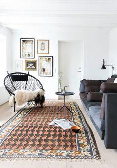 Eilersen Cocoon-sofa from Brdr. Eclectic Living Room, Living Room Sofa, Living Rooms, Beautiful Home Designs, Beautiful Homes, New Furniture, Furniture Design, Black Couches, Zeina