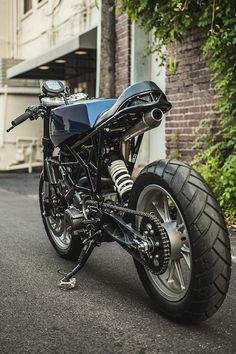 LOOKING SHARP. One-Up Moto's 'Angulár' KTM RC390 Cafe Tracker - Pipeburn.com