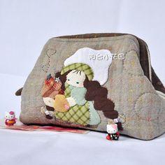 魔发厨娃 <wbr>支架口金包 <wbr>化妆包 <wbr>收纳包 Applique Tutorial, Embroidery Stitches Tutorial, Japanese Patchwork, Coin Bag, Patchwork Designs, Quilted Bag, Cute Bags, Pouch Bag, Beautiful Bags