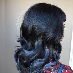 20 Awesome Blue Black Hair Looks To Raise Charm - TheBestHairstyles Blue Black Hair Dye, Purple Hair, Beautiful Hair Color, Pretty Hair, Blue Highlights, Hair Color And Cut, Trends, Hair Looks, Hair Inspo