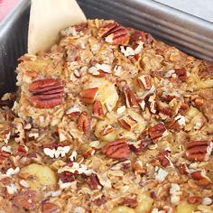 Eating Bird Food Recipes This Maple Pecan Baked Oatmeal is filled with wholesome oats, studded with chopped pecans and lightly sweetened with pure maple syrup. Fancy enough to serve for brunch, but awesome as a make-ahead breakfast for the week as well. Breakfast Dishes, Breakfast Time, Healthy Breakfast Recipes, Brunch Recipes, Healthy Snacks, Vegetarian Recipes, Cooking Recipes, Healthy Recipes, Breakfast Casserole