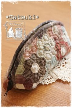 Students' work – Wine World Fabric Wallet, Fabric Bags, Japanese Quilts, Japanese Fabric, Patchwork Bags, Quilted Bag, Cosmetic Bag Tutorial, Pouch Pattern, Miniature Quilts