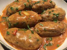 Gołąbki po meksykańsku Świetna alternatywa dla tradycyjnych gołąbków z kapustą. To danie możemy podać z pieczywem, ziemniaczkami, ryżem lub kaszą. Jest bardzo łatwe i dość szybkie w przygotowaniu, a w smaku… pychotka! Polecam 🙂 Składniki: 0,5 kg mięsa mielonego wieprzowego 1 jajko 2 ząbki czosnku 2 łyżki kaszy manny lub bułki tartej 150g … Kitchen Recipes, Cooking Recipes, Fast Healthy Meals, Polish Recipes, Pork Dishes, Best Appetizers, Pork Recipes, My Favorite Food, Dinner Recipes