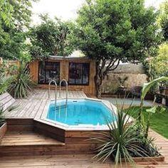 On est tombé sous le charme du @loft_ad 😍 Si vous aussi vous rêvez d'un coin de paradis comme celui ci rendez vous sur notre site dans la sélection piscine ! #piscine #outdoors #outdoorsdecor #outdoorsdesign #gardendesign #pool #loft #jungle #junglepool