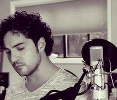 David Bisbal destila romanticismo en el estudio de grabación