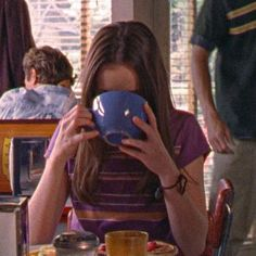 Gilmore Girls, Rory Gilmore, Babette Ate Oatmeal, Icon Girl, Old Money, Autumn Aesthetic, My Vibe, Poses, Series Movies