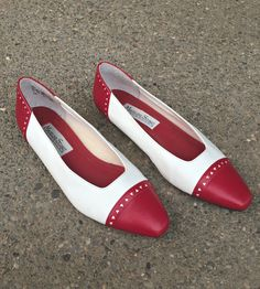 Red and White Leather Flats / Vintage Faux Leather Boho Shoes / Ladies Red and White Leather Slip On Shoes / Red and White Loafers Size - 8M