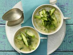 Bohnen-Bärlauch-Suppe - mit grünem Spargel - smarter - Kalorien: 191 Kcal - Zeit: 30 Min. | eatsmarter.de Diese grüne Suppe sieht ganz schön gesund und lecker aus, oder?