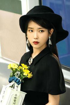 #IU #Hotel_Del_Luna #tvN #LeeJiEun #YeoJinGoo Disney Actresses, Young Actresses, Child Actresses, Korean Actresses, Classic Actresses, Hollywood Actresses, Indian Actresses, Korean Girl, Asian Girl