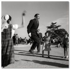 Salvador Dalí en el Parc Güell, Barcelona 1953_Català-Roca
