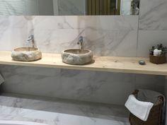 Marmorfliesen Sorgen Für Eine Warme Und Natürliche Atmosphäre #Fliesen  #weiß #grau #schwarz #marmor #naturstein #marmoroptik #calacatta #badezimmer  #bath ...