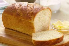 Pain blanc classique- Ni dissolution, ni brassage, ni pétrissage pour cette appétissante recette. Mesurez simplement les ingrédients, déposez-les dans votre machine à pain, choisissez le réglage et commencez à vous ouvrir lappétit.