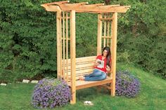 Arbor Bench Sure, you could plop a couple of deck chairs in your backyard for an impromptu sitting area. But a hand-built cedar bench, framed by an arbor, gives you a more permanent place to kick back as the weather warms up, and adds an elegant archit Diy Garden Projects, Outdoor Projects, Diy Arbour, Arbor Bench, Bench Seat, Cedar Bench, Backyard Buildings, Garden Arbor, Garden Benches