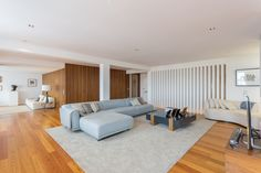 HomeLovers: wide living room