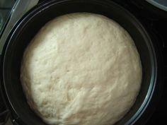 Aprenda a fazer um delicioso pão caseiro feito na panela de pressão, ele fica bem fofinho e fica uma delicia! INGREDIENTES 2 unidade(s) de ovo 2 colher(es) (sopa) de farinha de trigo 1/2 copo(s) de leite morno(a) 25 gr de fermento biológico fresco 1/2 copo(s) de óleo de soja quanto baste de sal COMO …