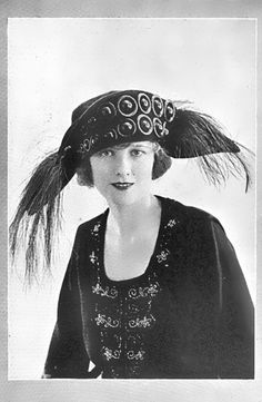 Velvet turban with peacock and ostrich feathers from 1921