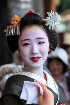 Geisha Japan, Geisha Art, Japanese Geisha, Kyoto Japan, Japanese Beauty, Japanese Kimono, Japanese Modern, Japanese Culture, Japanese Art