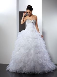 Purchase your favorite 2017 style Wedding Dresses right now, you can also get a big discount. Shop right here, you can get your favorite style with the premium quality.