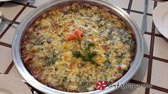 Ομελέτα φούρνου με πατάτες, καπνιστό σολομό και άνηθo #sintagespareas #omeleta Kai, Omelet, Quiche, Eggs, Drinks, Breakfast, Food, Omelette, Drinking