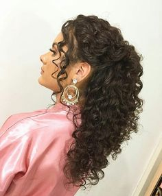 Read more about classic bridal hairstyles Long Curly Wedding Hair, Natural Wedding Hairstyles, Bridal Hair Vine, Elegant Hairstyles, Pretty Hairstyles, Bridal Hairstyles, Curly Prom Hairstyles, Curly Hair Care, Curly Hair Styles