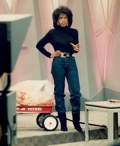 Oprah Winfrey shows off her new figure as she stands in front of 68 pounds of fat inside a toy wagon, in Chicago on Nov. Oprah Winfrey Show, Oprah Winfrey House, How To Slim Down, My Idol, Movie Stars, Amazing, Zip Ups, Fashion Beauty, Celebs
