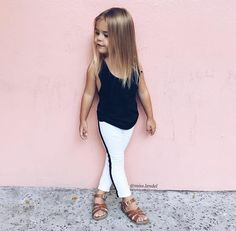 Discover the best looks and trends for the little fashionistas. Toddler Outfits, Kids Outfits, Cute Outfits, Little Girl Fashion, Fashion Kids, Cute Kids, Cute Babies, Kids Girls, Baby Kids